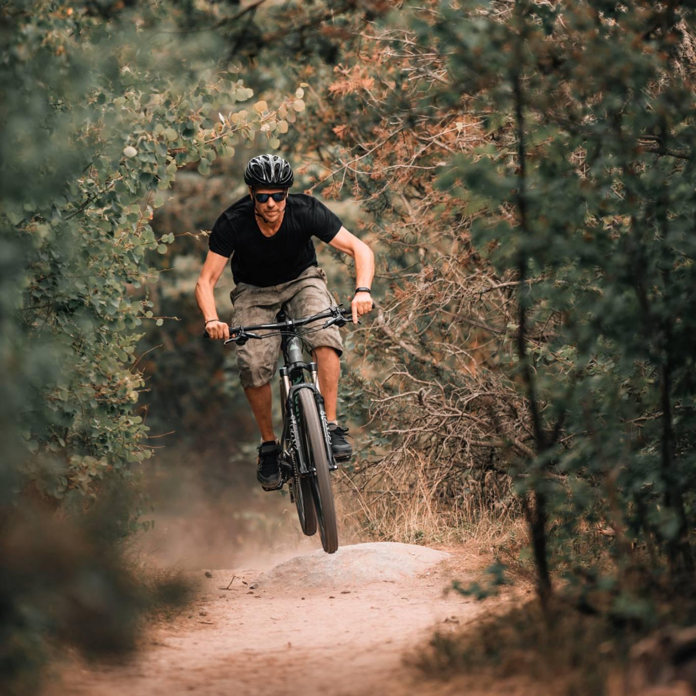 relais-borgo-torale-tuoro-sul-trasimeno-wedding-location-mountain-bike-3